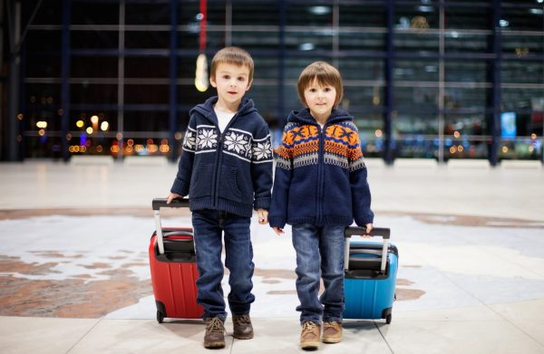 Voyager avec un enfant dans l'avion