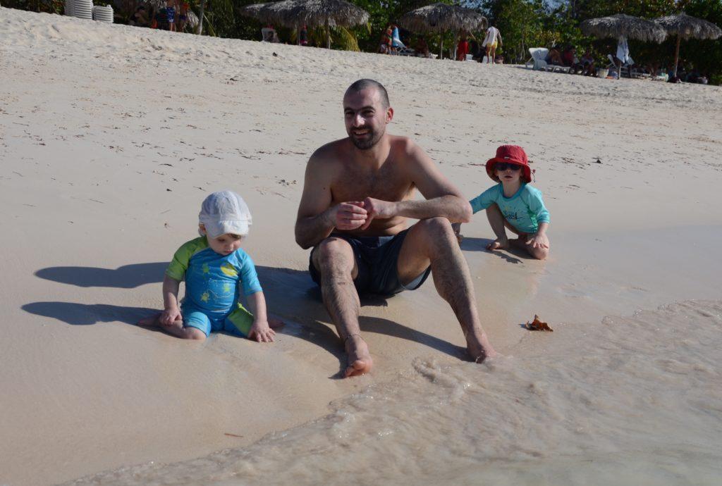 Enfants à la plage Cuba