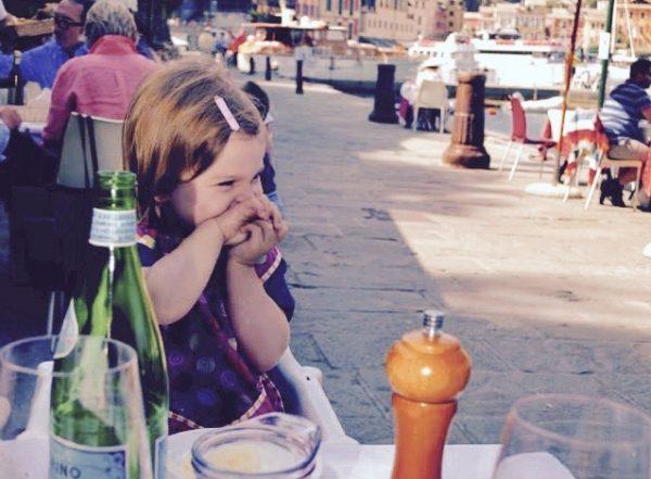 Enfant au restaurant