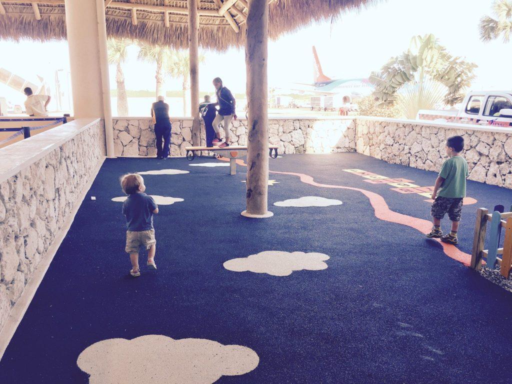 Aéroport de Punta Cana avec enfants