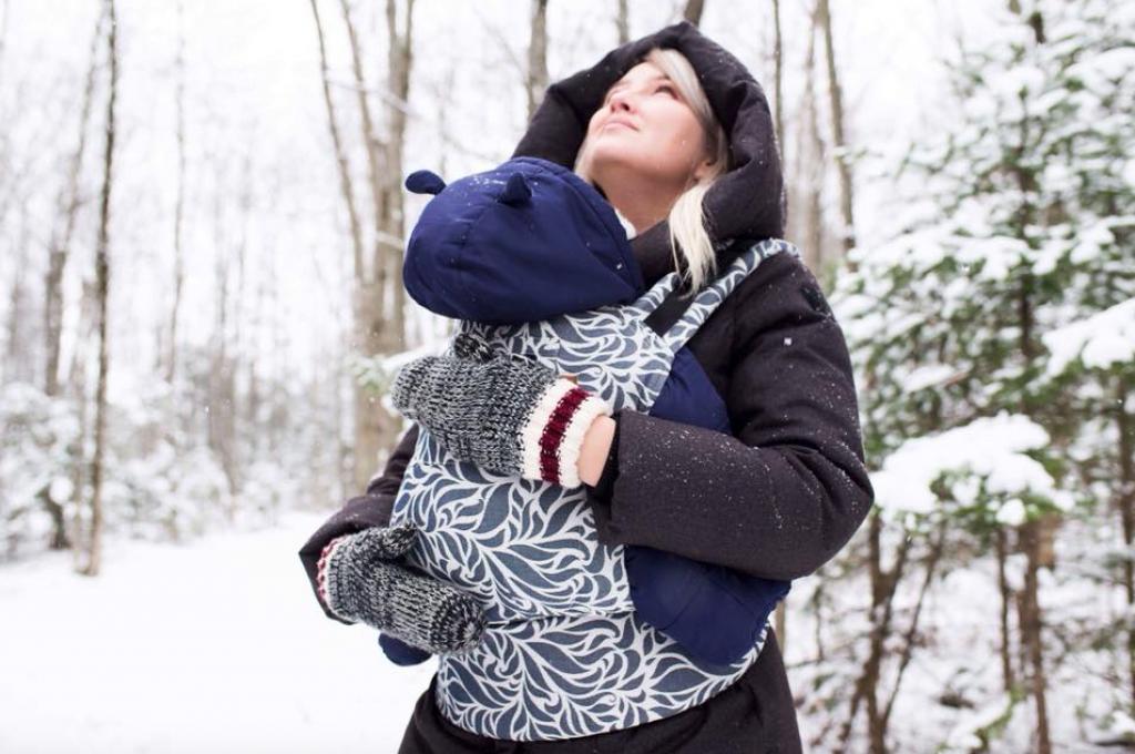 Sherbrooke, Québec © Gustine Baby Carriers Inc par KFND photo. Maman : Marie Pier Brien