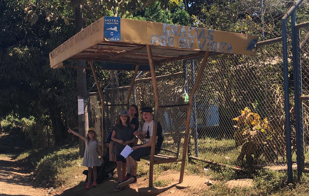 Prendre l'autobus avec des enfants au Costa Rica
