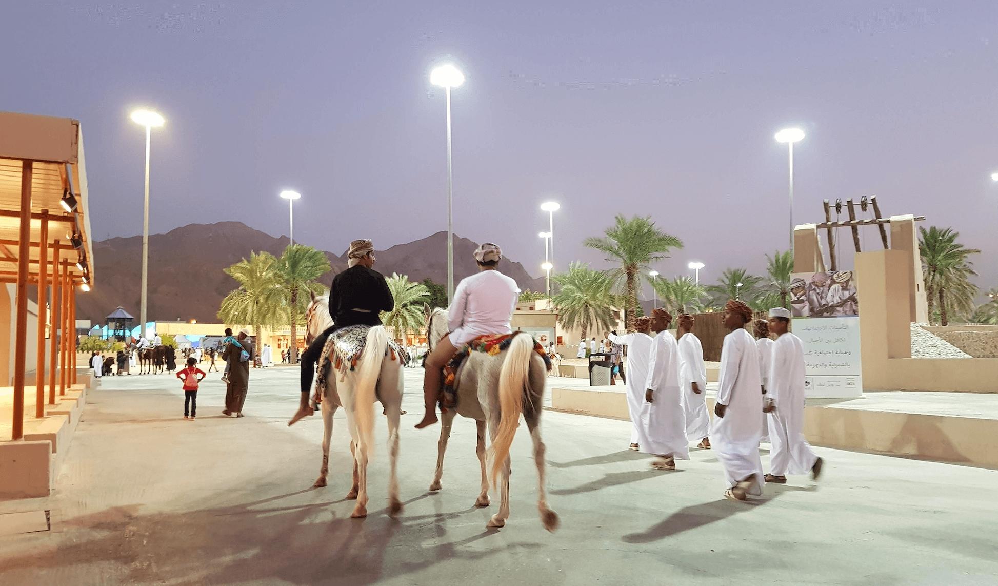 Oman avec bébé et enfant en famille babymoon